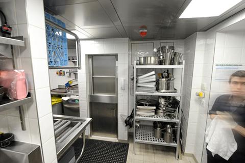 dumbwaiter-microlift-double-decker-busy-kitchen-optimised.jpg